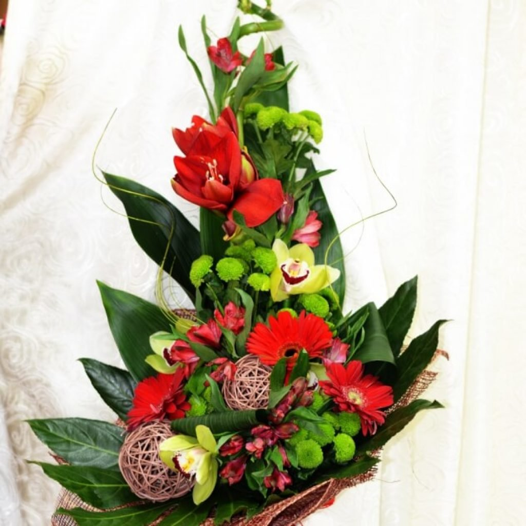 Какие цветы подарить мужчине на 50 летний юбилей