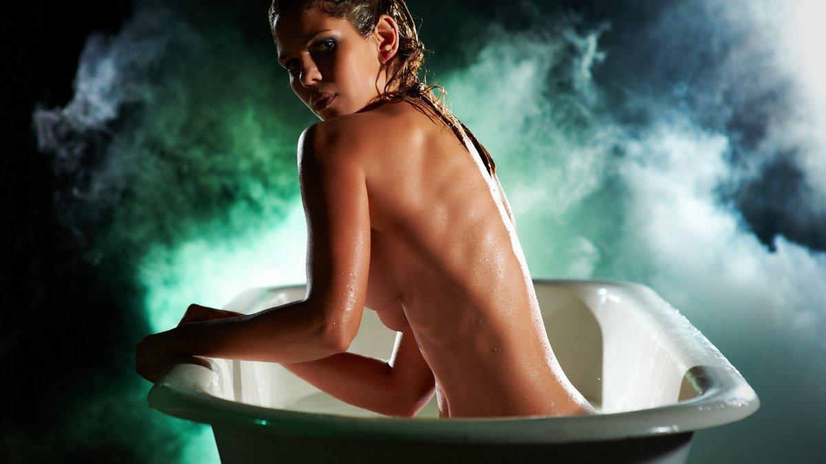 проверяют фото девушки в ванной блондинка плоской