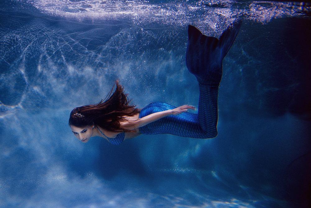 тоже картинки русалочек в воде обеими половинами