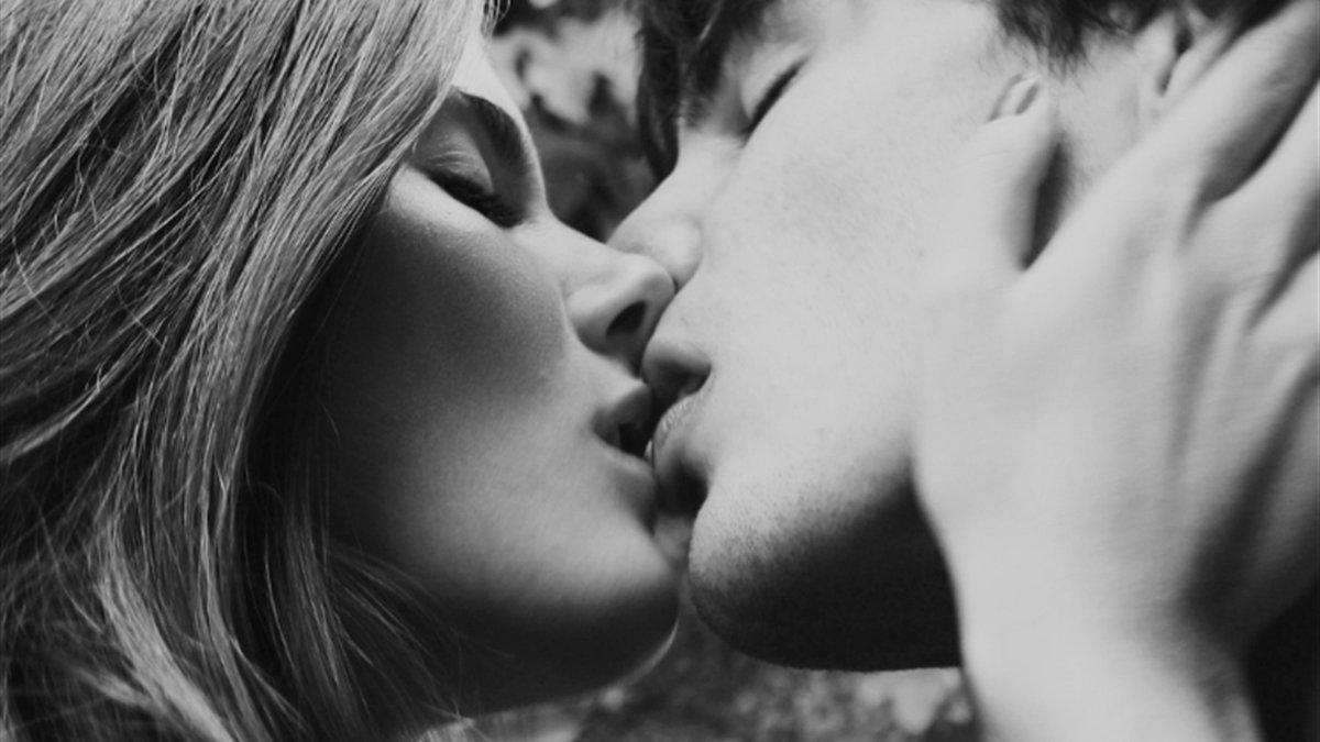 Картинки с поцелуями в губы страстные любимой жене, картона день