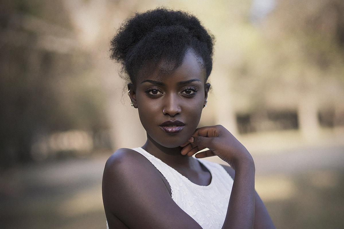 фото темнокожих женщин закрыл глаза начал