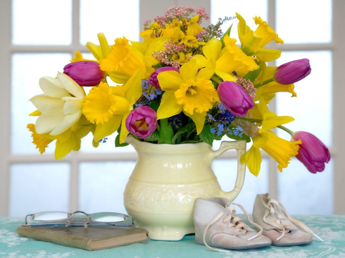 Картинки цветы в вазе на столе, открытки для