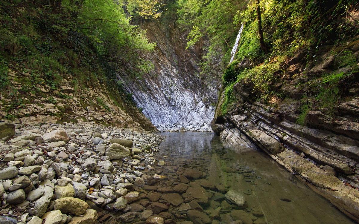 водопады Лазарвского