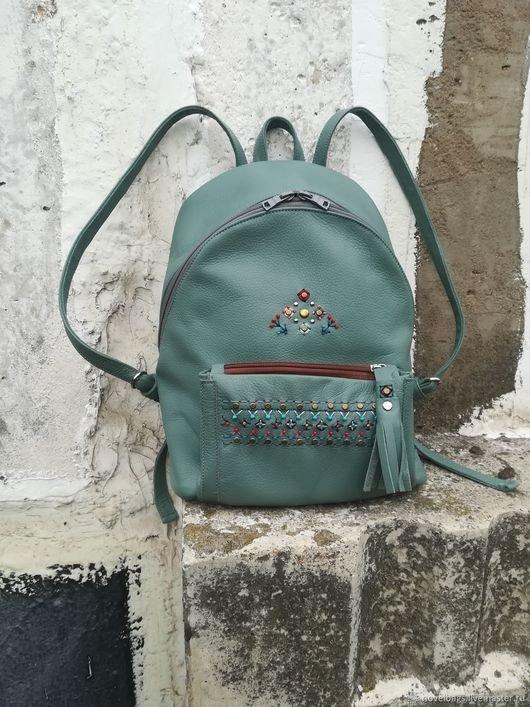 Женский кожаный рюкзак ручной работы с вышивкой в этно стиле - купить или  заказать в интернет 58cae2d2526