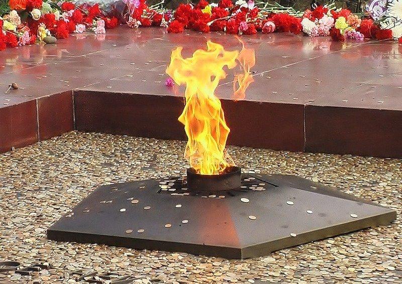 Картинка с вечным огнем к 9 мая
