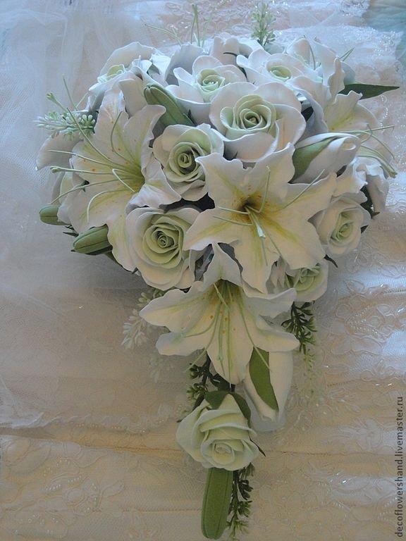 Букеты белых роз и лилий