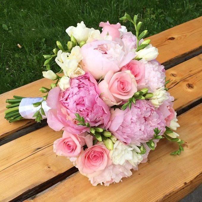 Растения для, стильный букет для невесты из пионов и роз