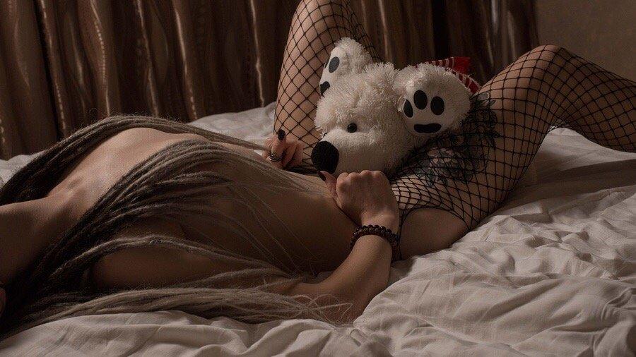 Крутое извращение девушек с большими секс игрушками видео — 8