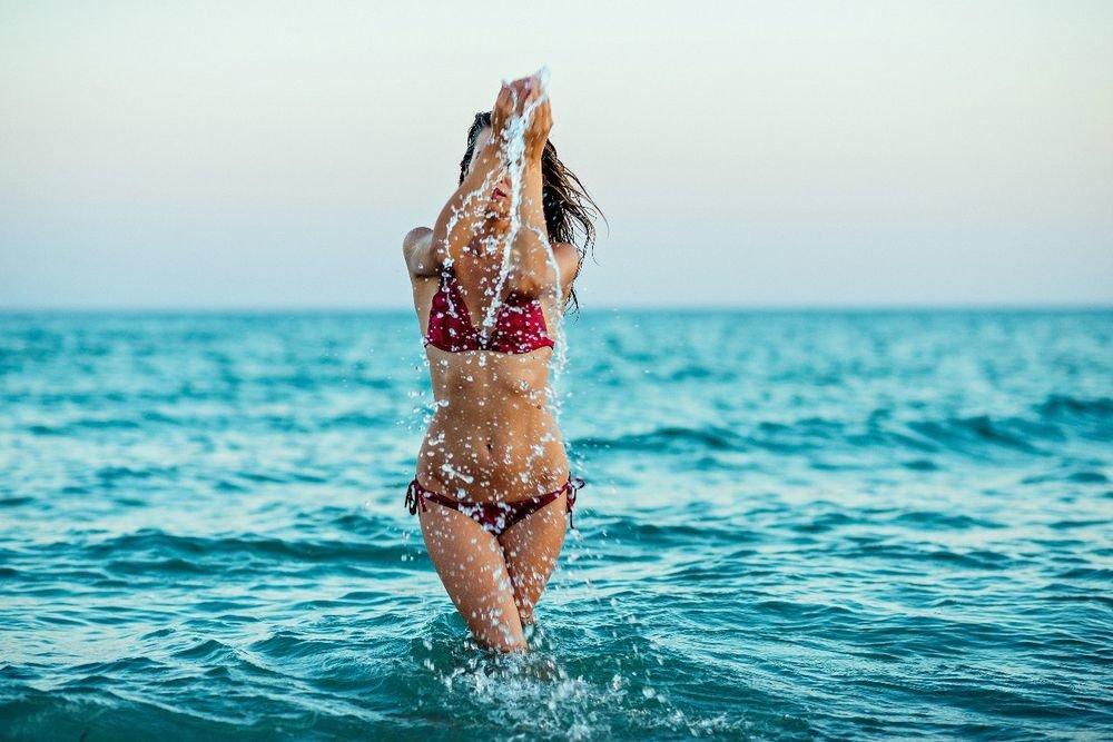 Фото женщины выходящей из моря — photo 4