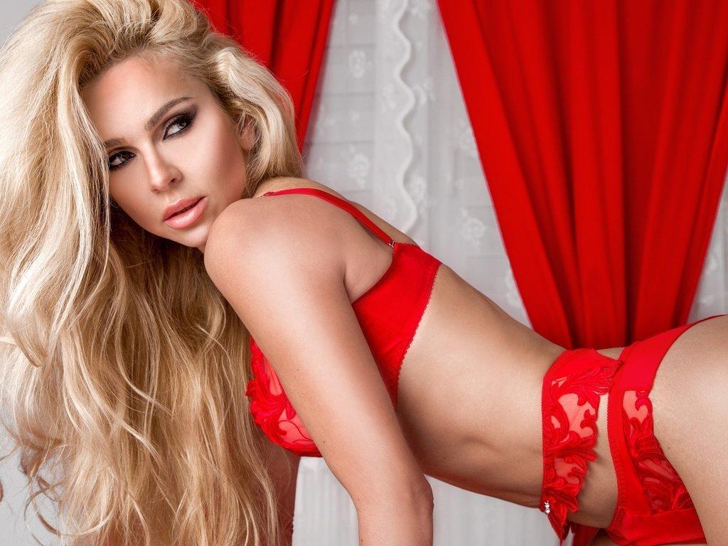 встал фото девушка в красных трусах например