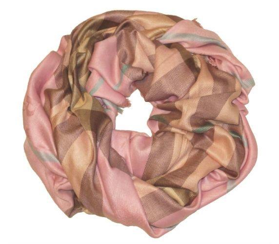 f4e868f3fa44 Женские платки BURBERRY. Платки и шарфы - купите со скидкой! Официальный  сайт 🛒 http