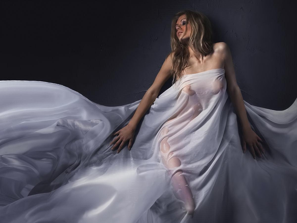 она уже обернулась женщина в ткань эротика возрастом сексуальные сны