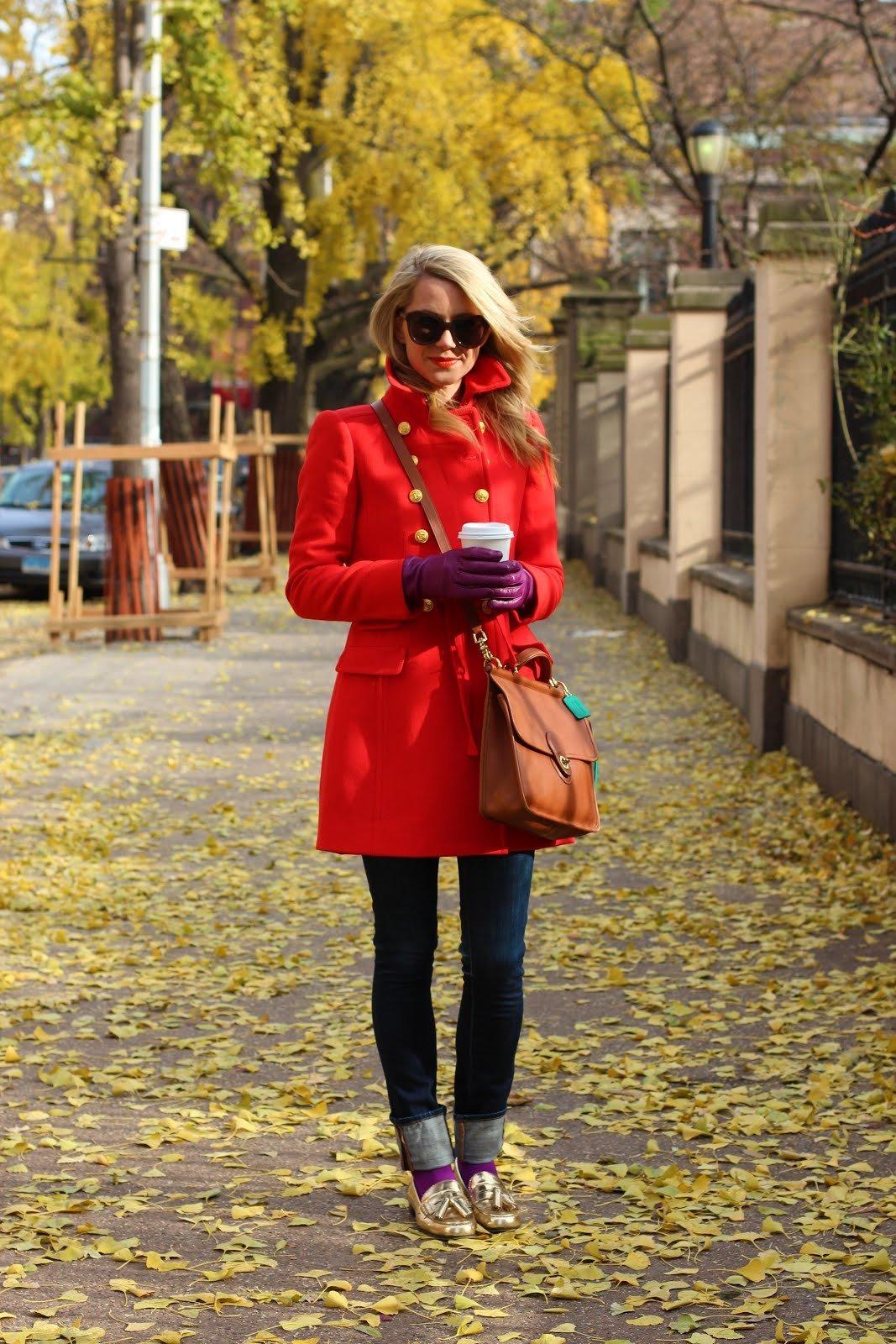 Картинки девушек в красном пальто