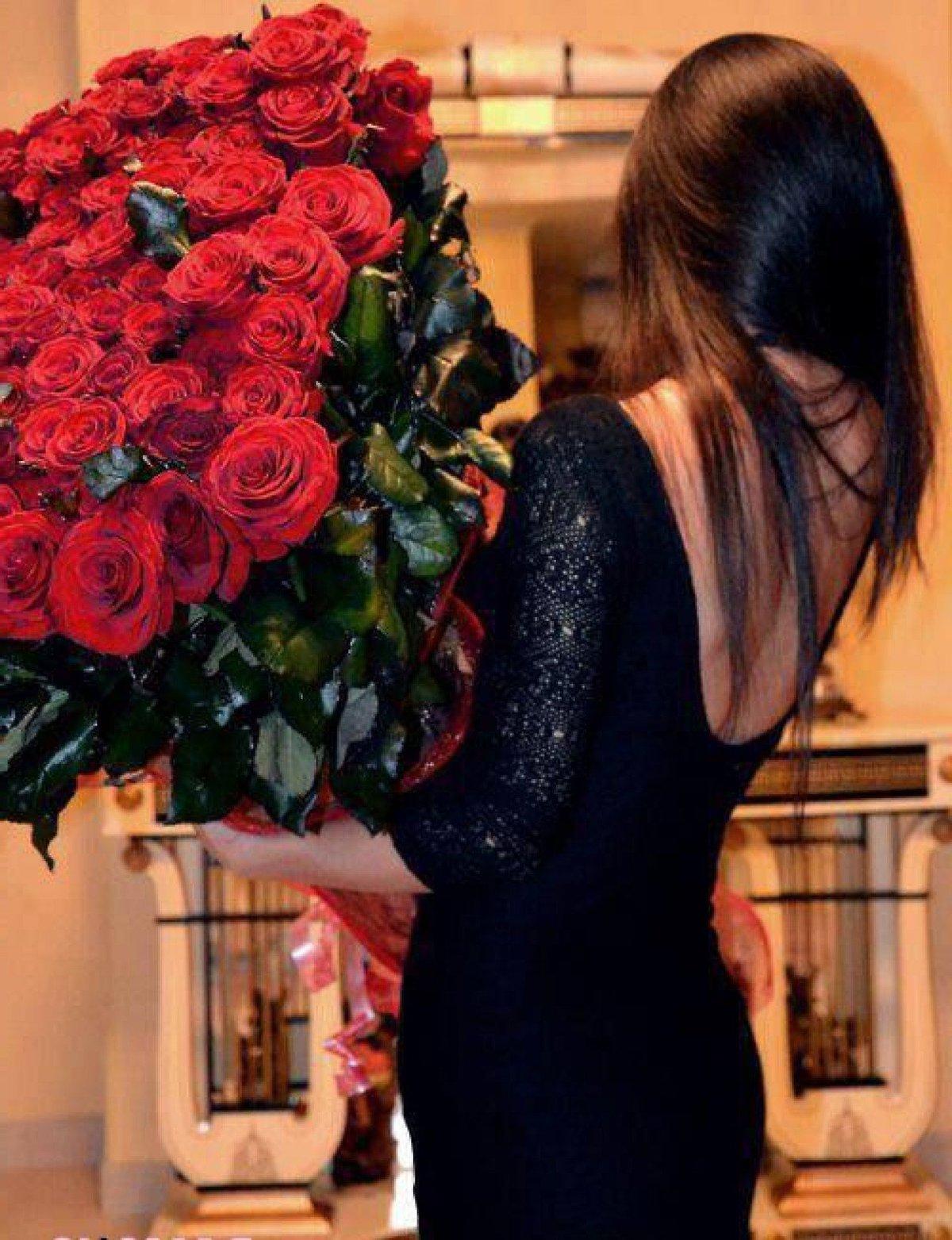 Картинки девушки спиной с цветами
