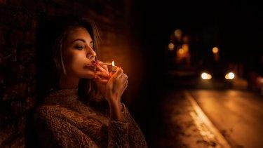 aziatka-s-sigaretoy