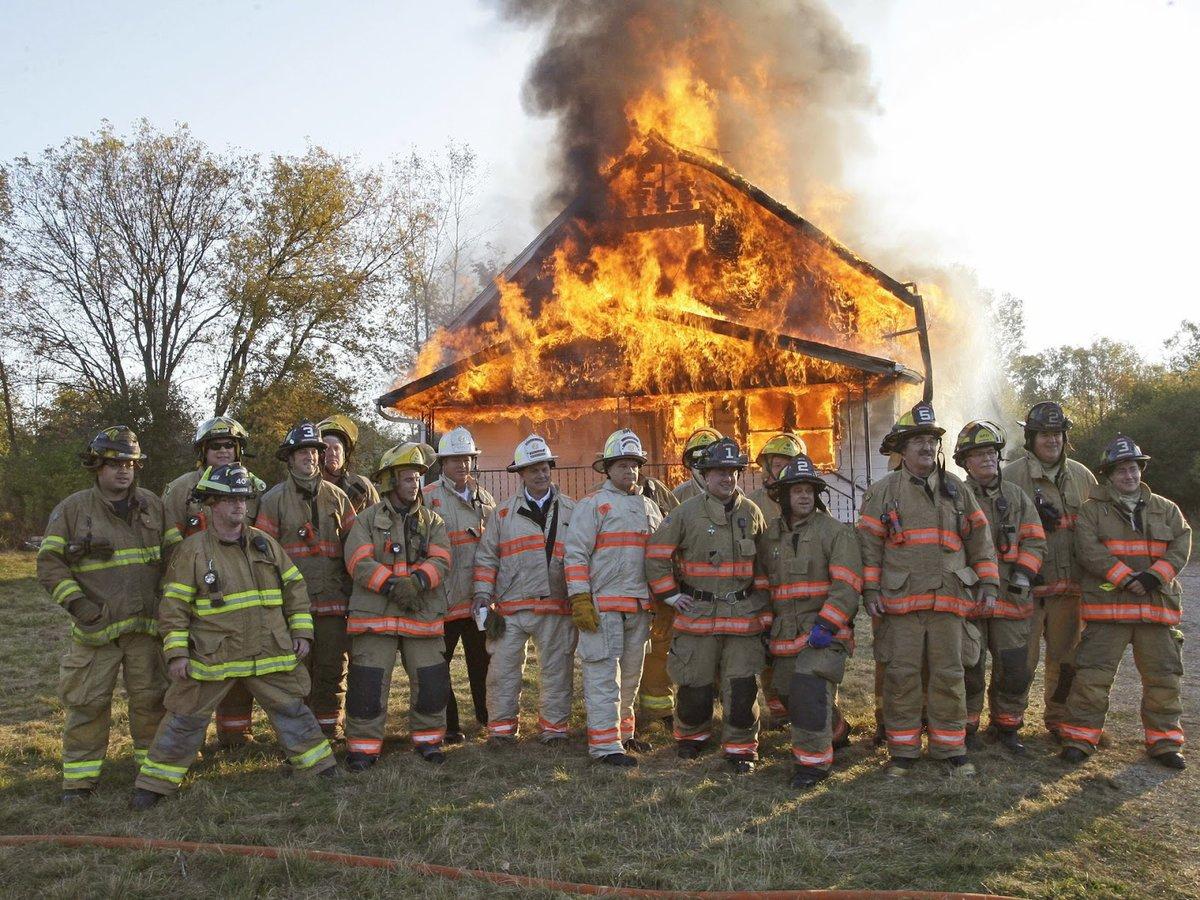 Смешные картинки пожарника, пасхой наступающей