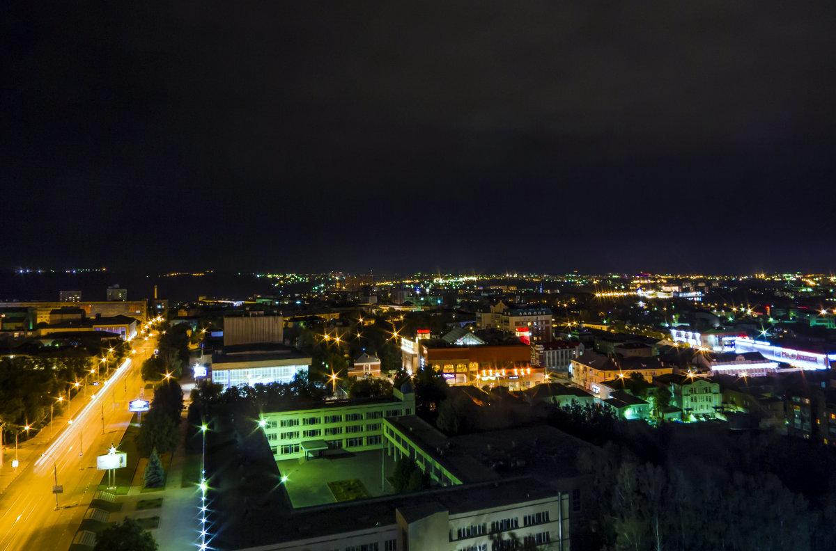 стоит фото ночной ульяновск свежим фото площадки