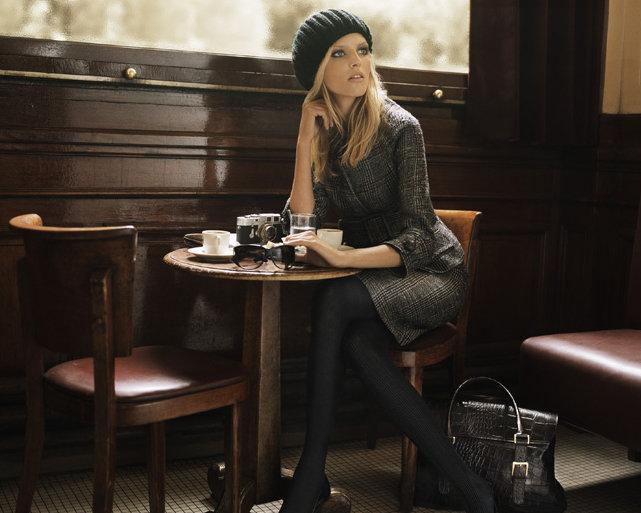 Фото в кафе за столом с кофе