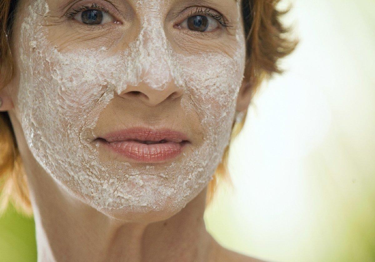 При регулярном её применении также наступает эффект отбеливания кожи.