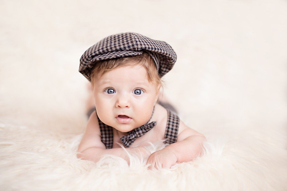 Малыш в кепке картинки