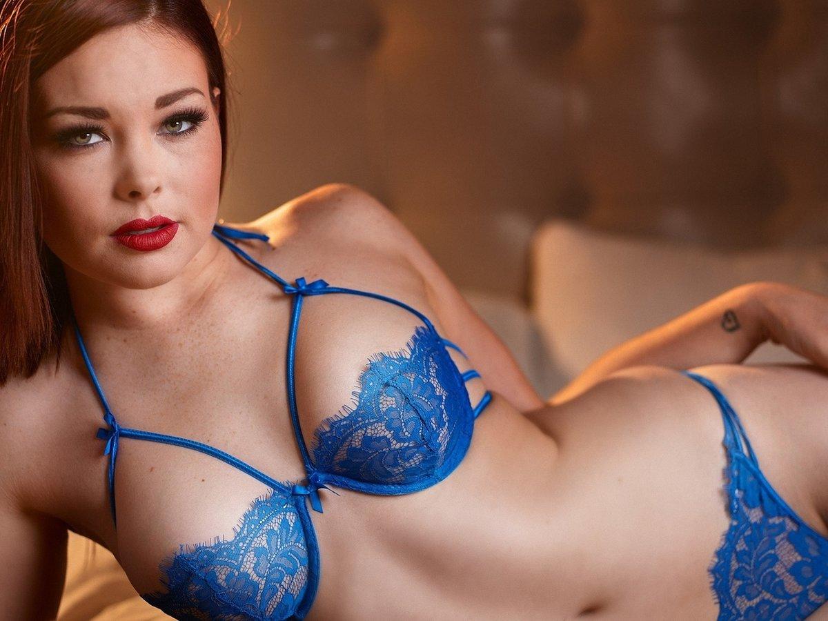 картинки красивых девушек с большой грудью в синих лифчиках чёрный