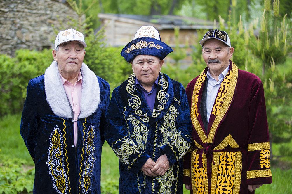 предлагаем бесшовные казахи в национальных костюмах фото вам предлагаем