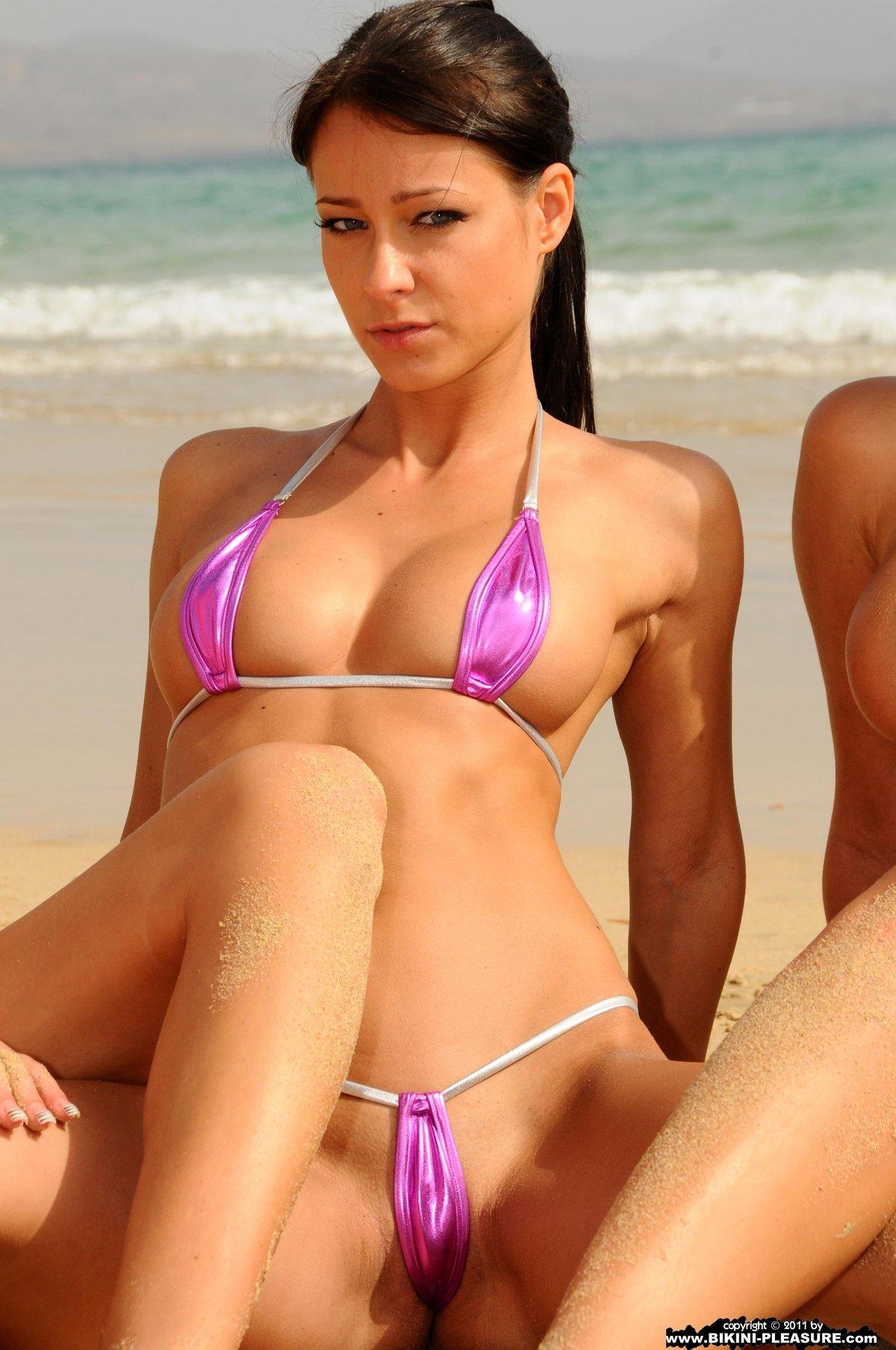 Сексуальные пляжные стринги, метровый член в попе полностью