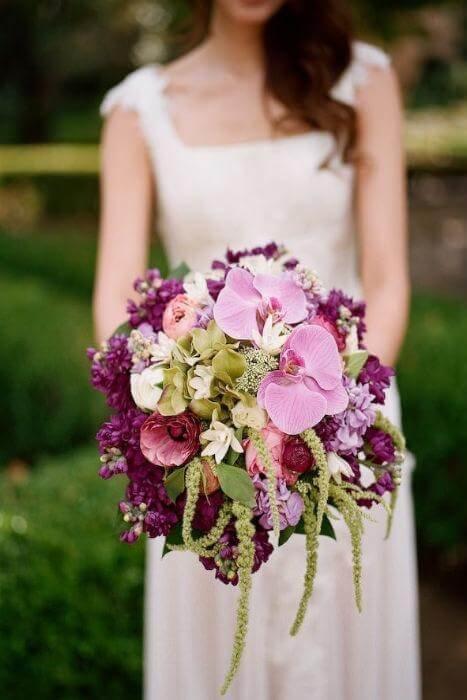 Идеи организации свадьбы в фиолетовом цвете с соответствующими шикарными букетами