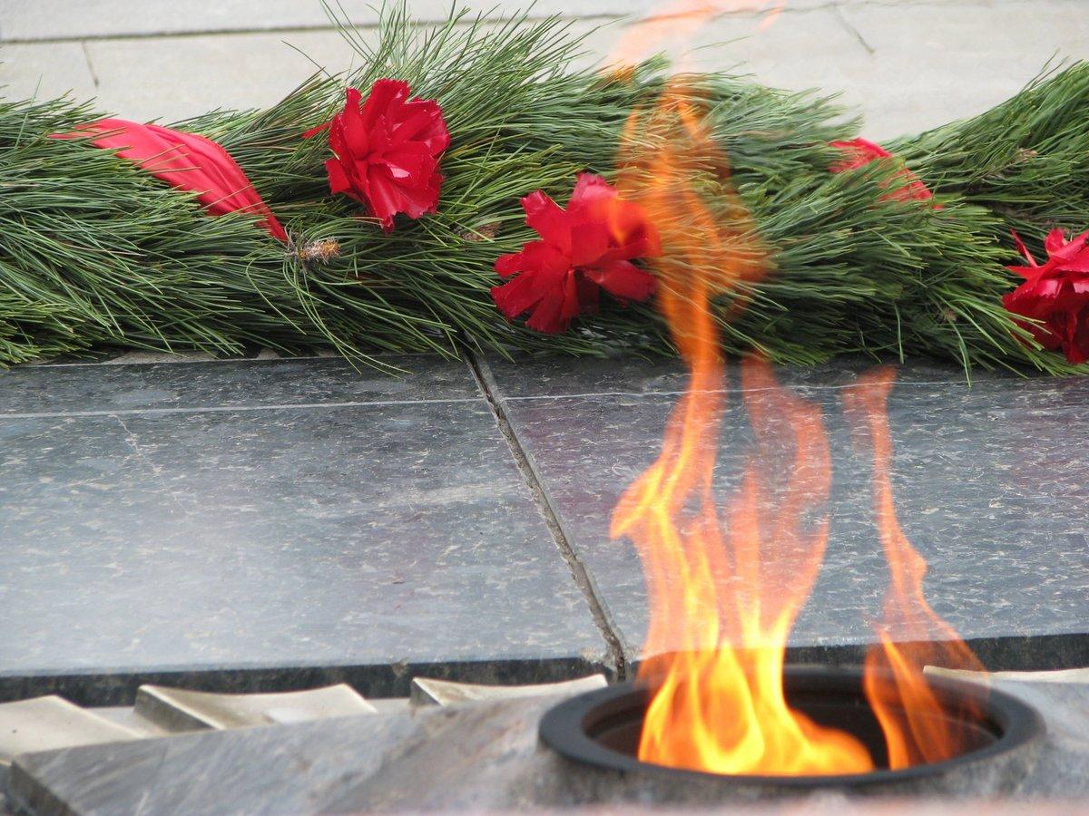 Про, открытка вечный огонь к 9 мая