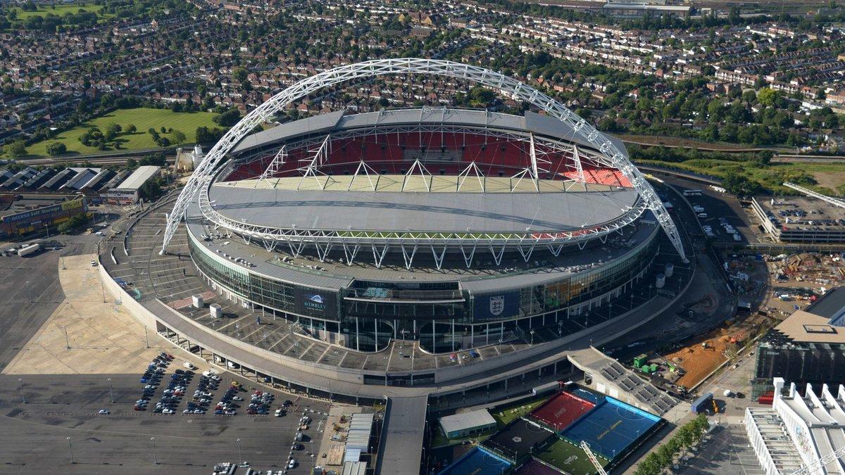 самые большие стадионы великобритании учу