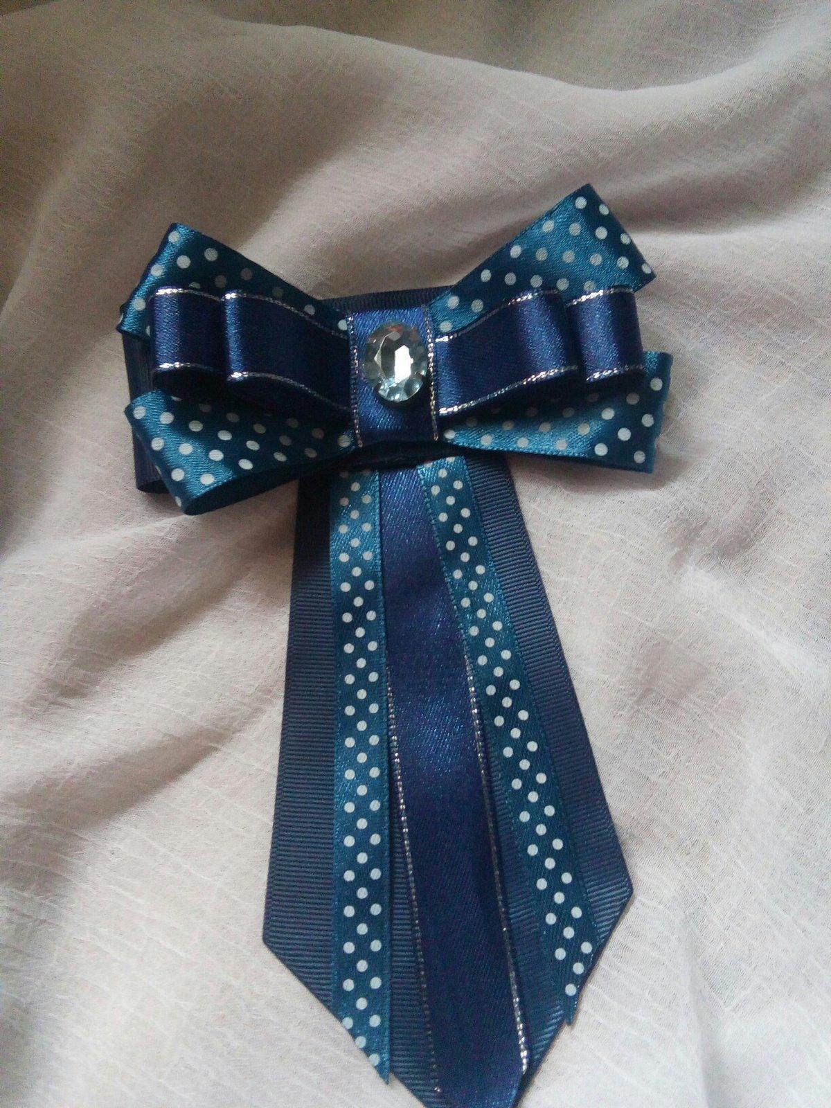Как сделать галстук на открытку из атласных лент