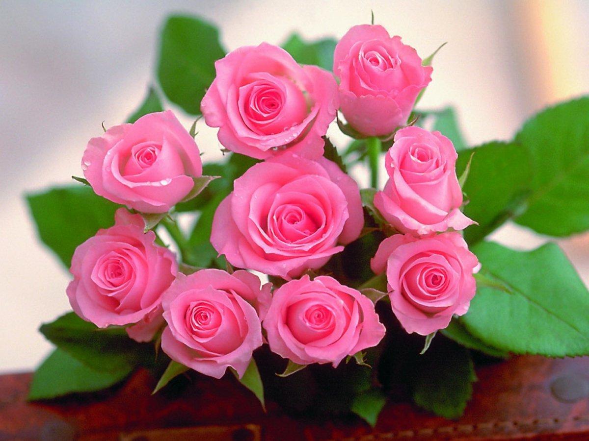 Открытка с букетом роз к марта