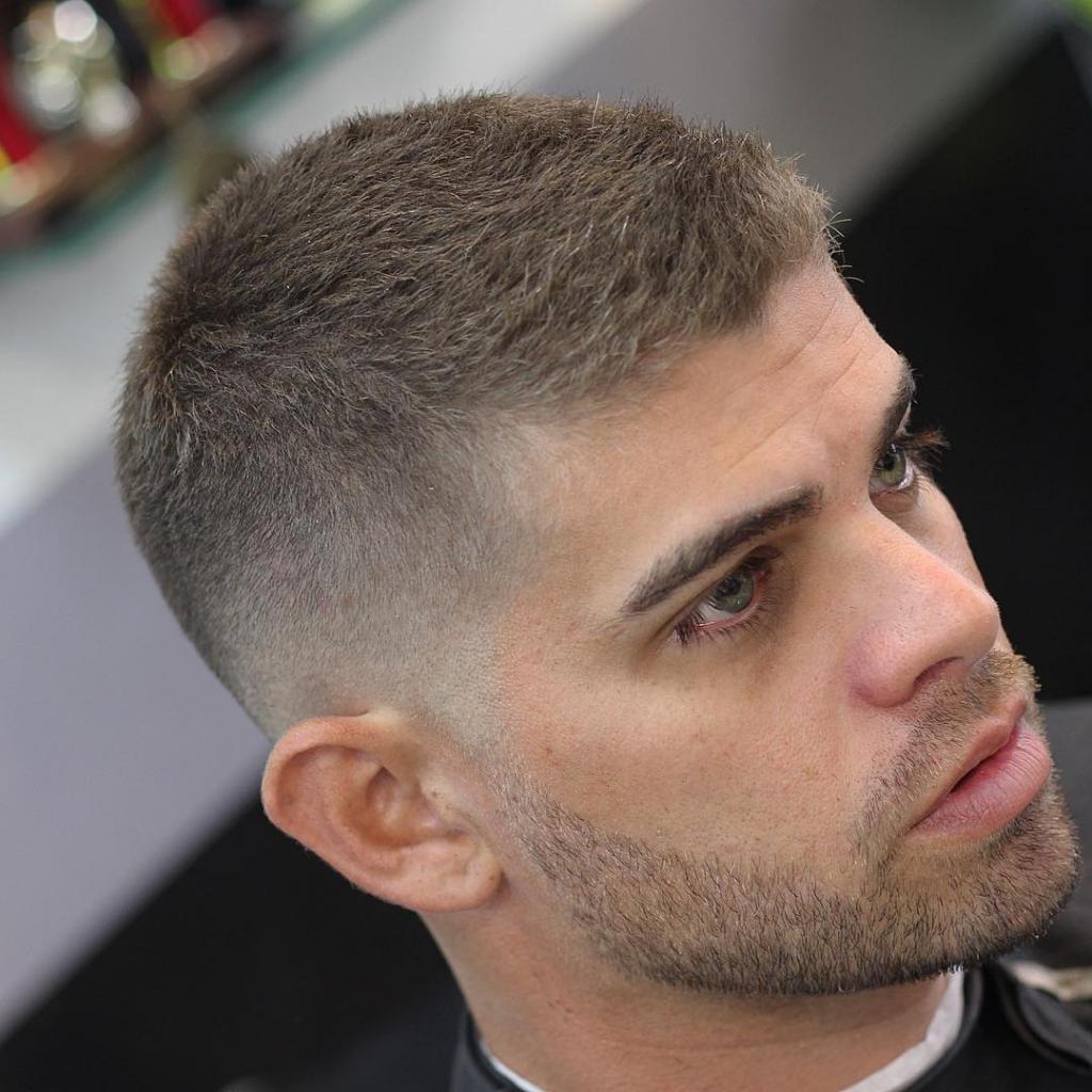 Кроме классических вариантов мужских стрижек на короткие волосы бокс и полубокс, стоит обрати.