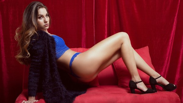 rizhaya-v-golubom-bele-porno-sih-seks