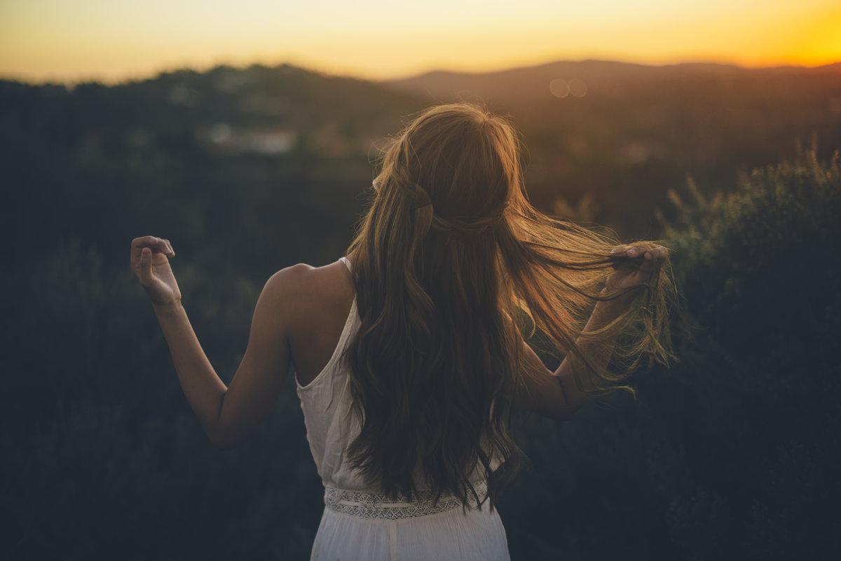 Картинка девушки со спины фото