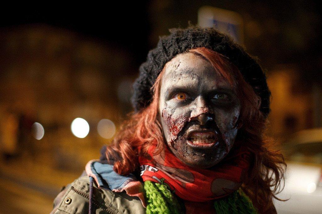 картинки про зомби в жизни роли главной героини