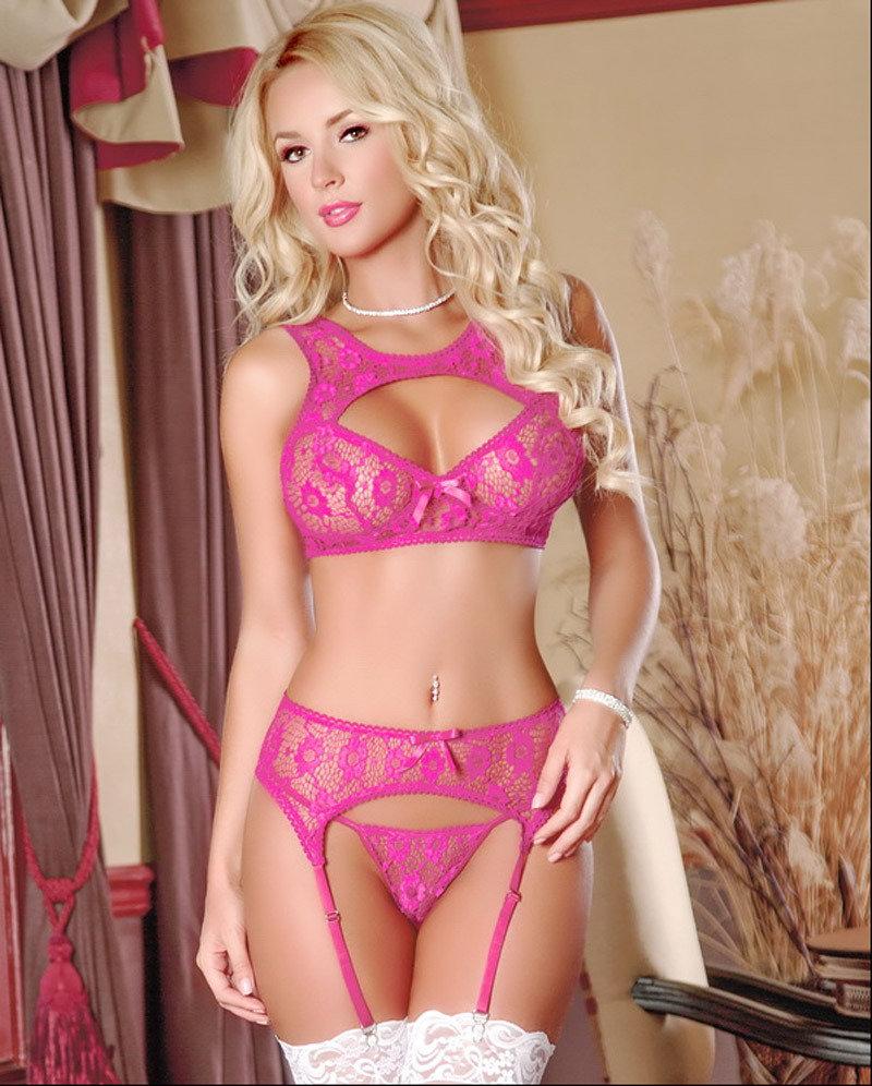 Красивые девушки в розовом эро белье фото