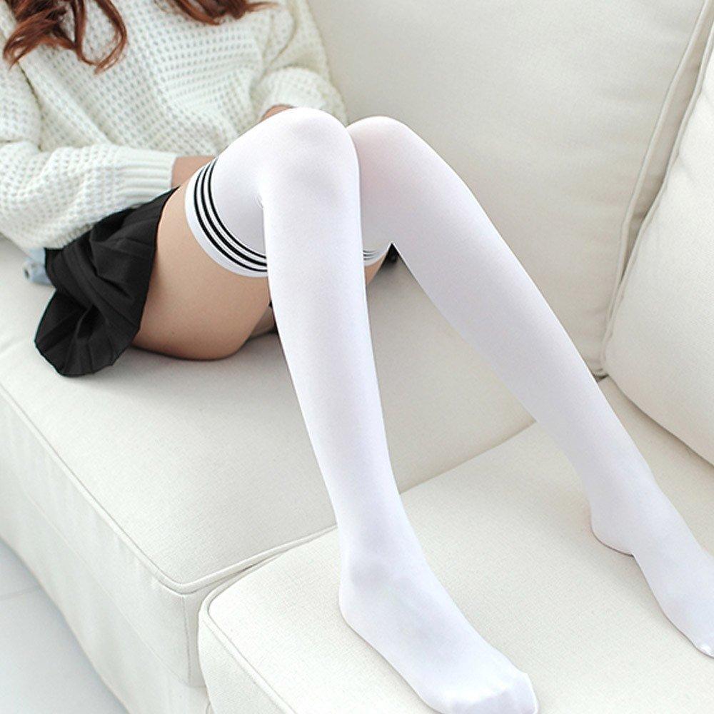 девушки в белых чулках и носках