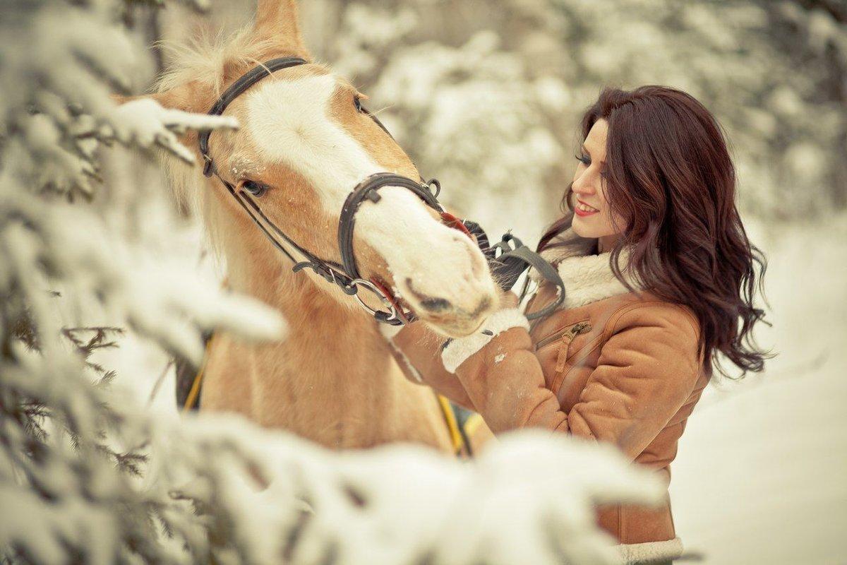 активации абонемента- фотосессия на коне зимой бисерных маков