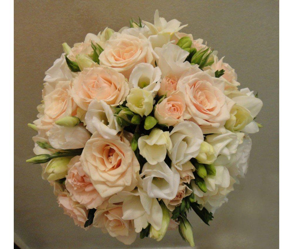 Перьев своими, свадебный букет из розовой фрезий и роз