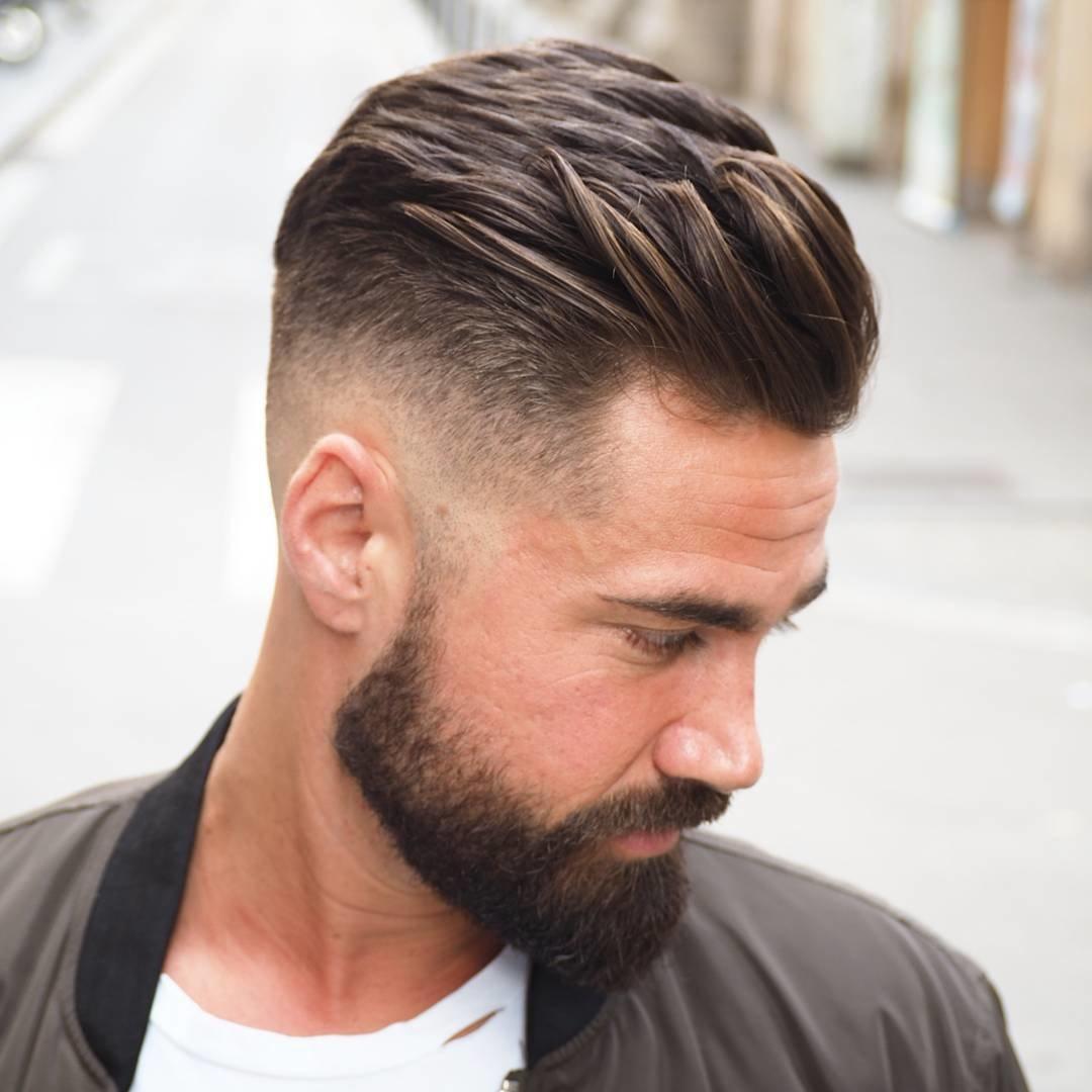 Частенько можно услышать, что модные мужские стрижки для мужчин на длинные волосы – это безвкусица, ведь мужчина с короткой стрижкой выглядит более мужественно.