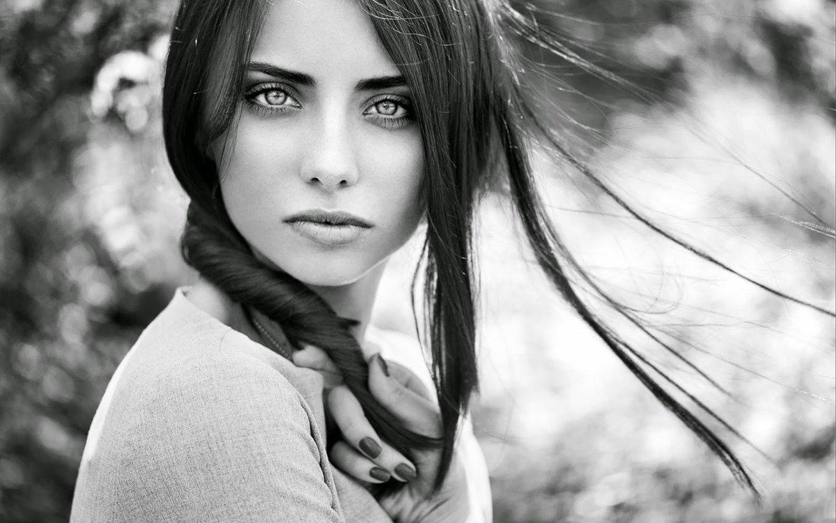 Красивую картинки красивых девушек черно-белые все видео