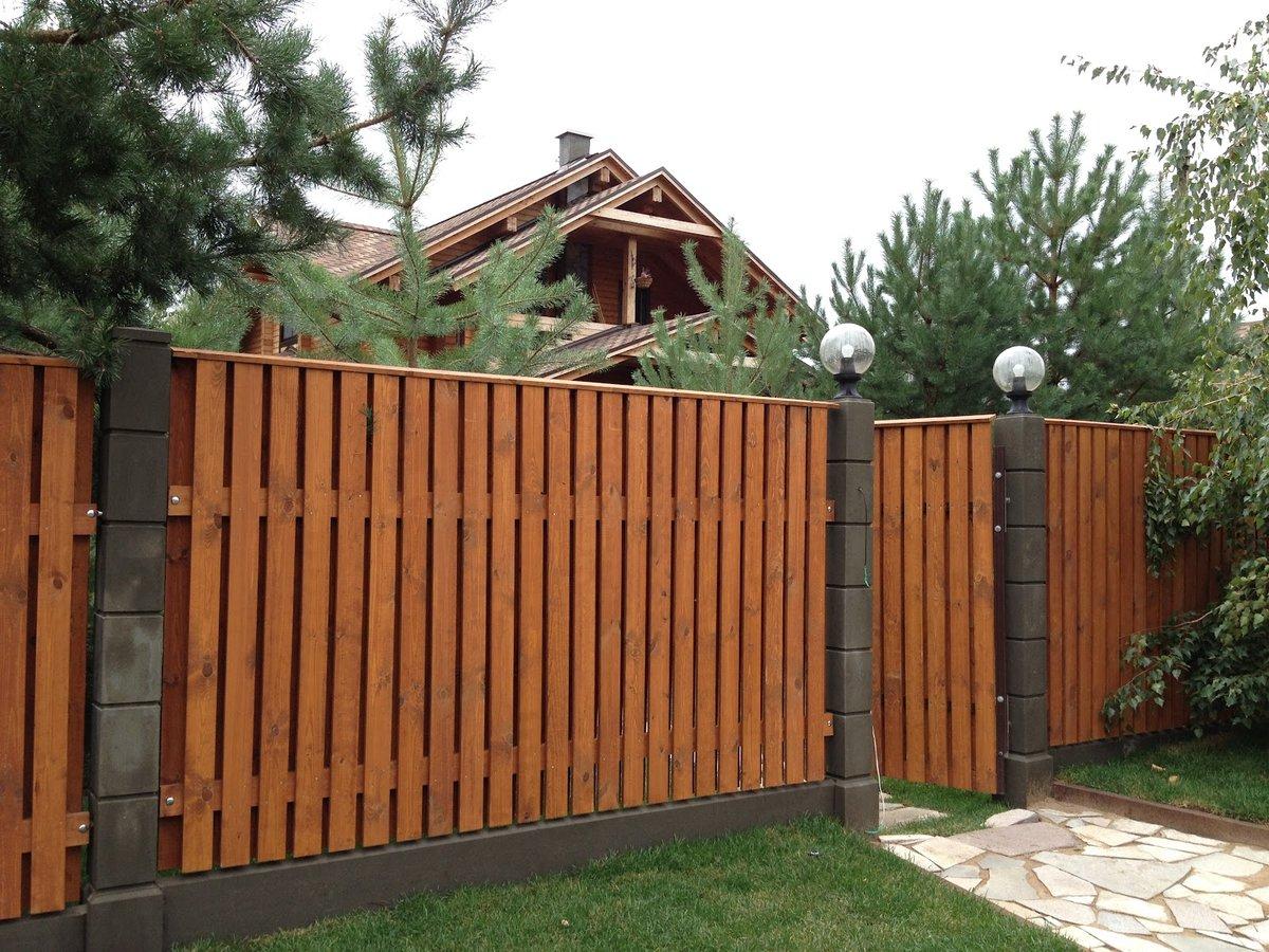 Заборы из дерева для дома фотогалерея