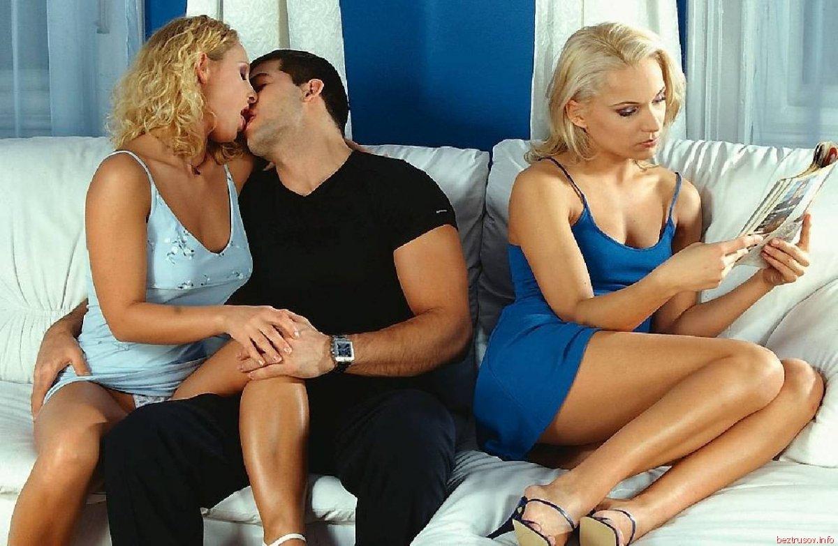 увидел, блондинку лену трахнули два парня страсти накаляются