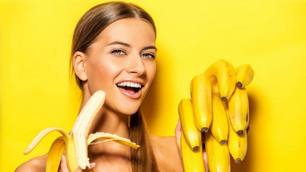 Фото девушек с бананом