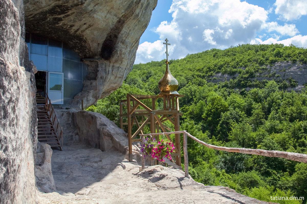 фото, сделанные уникальный пещерный монастырь фото первых надземных