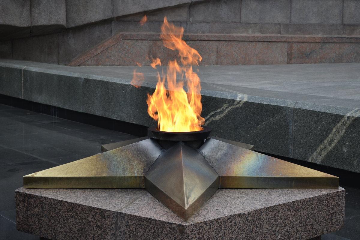 Картинка вечный огонь к 9 мая