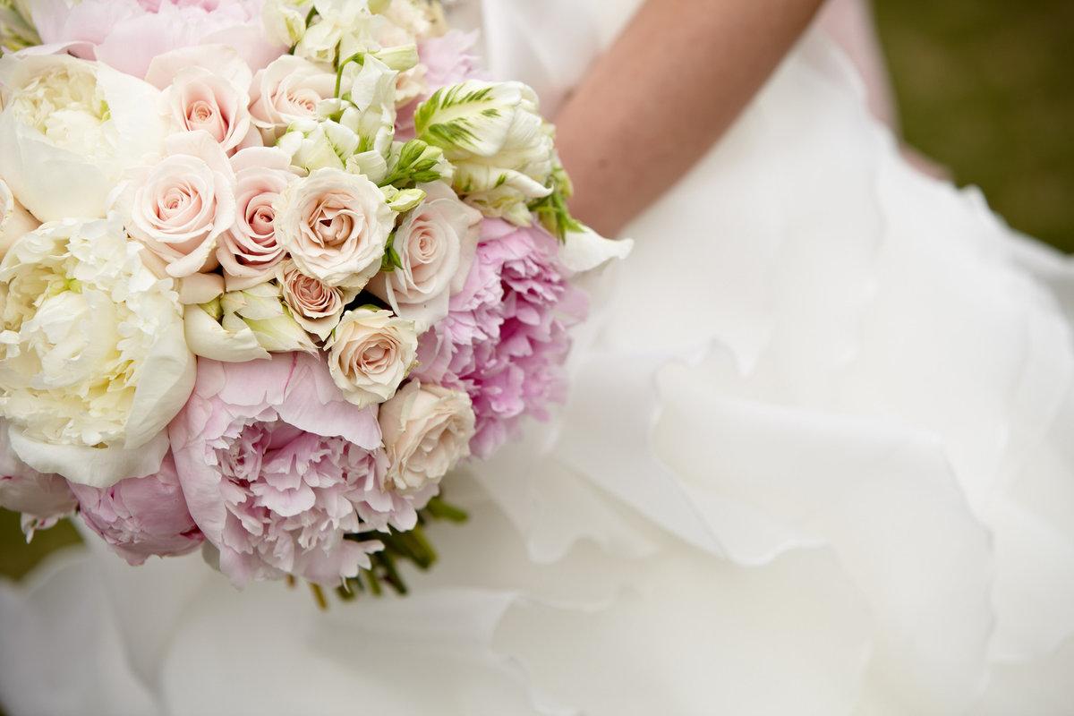 Цветы свадебные букеты пионы и розы, букеты доставкой петербург