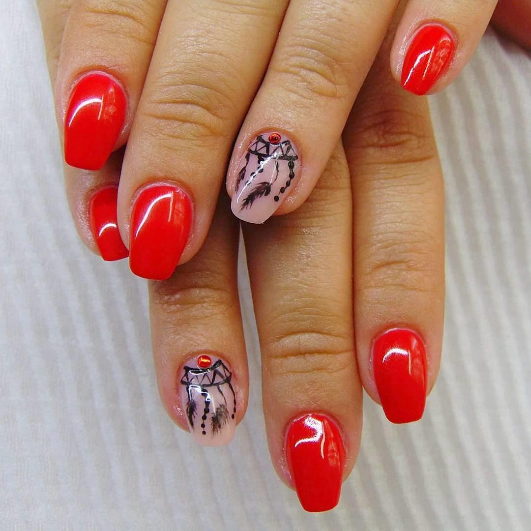 картинки красные ногти с рисунком руси домашнее