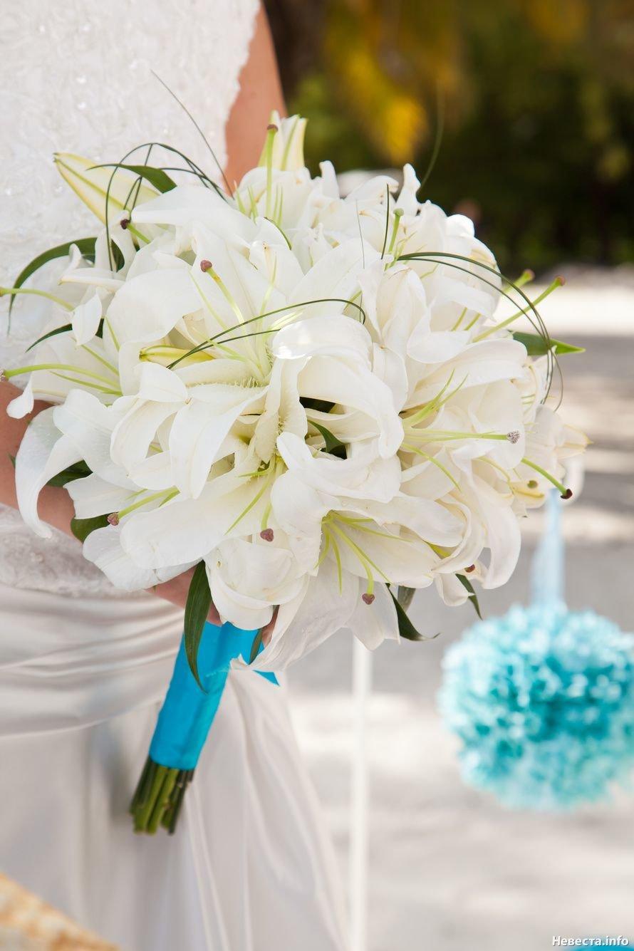 Букет невесты лилиями